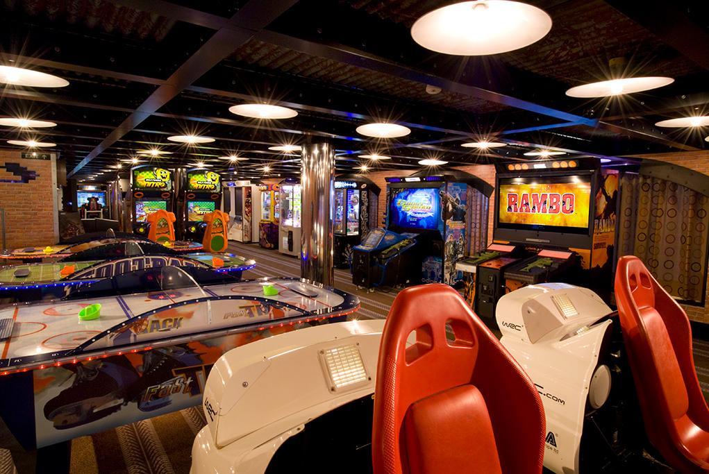 Arcades Room