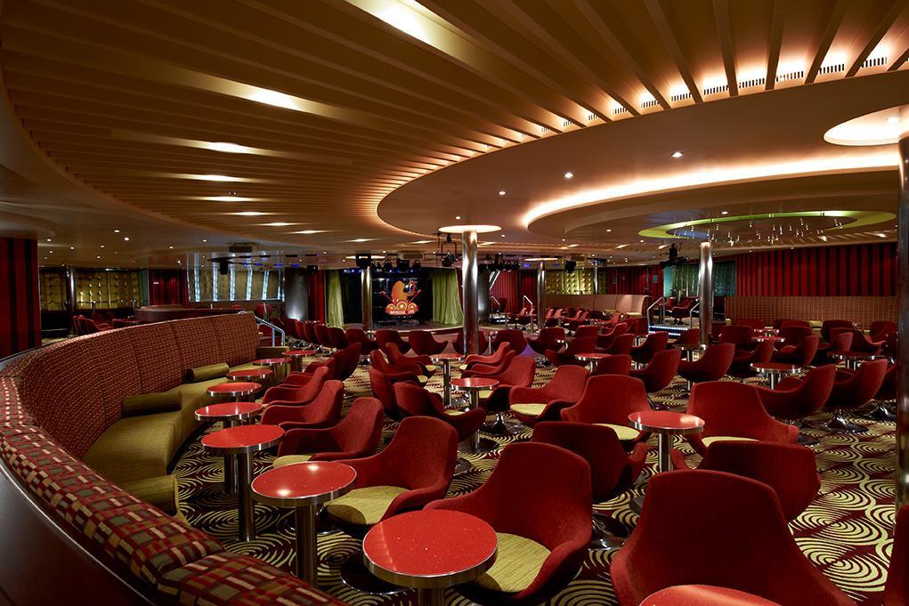 Lounge Carnival Breeze