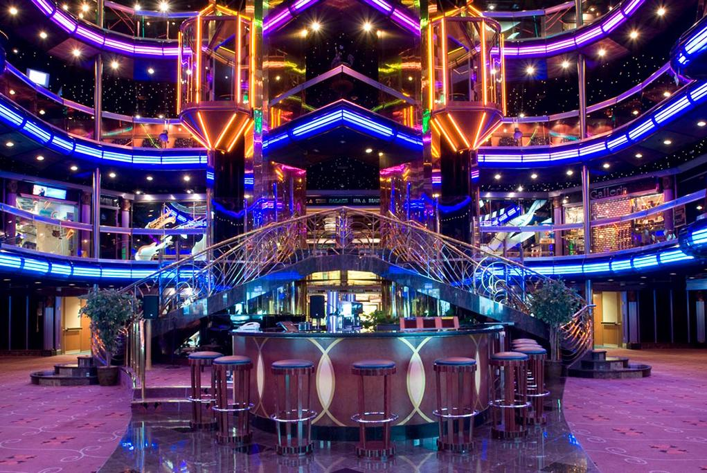 Bar-Grand-Atrium Carnival Fascination