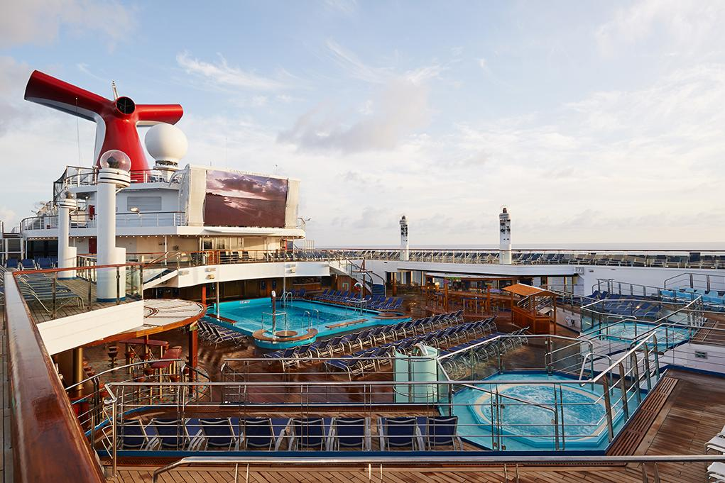 Piscina y jacuzzi Carnival Freedom