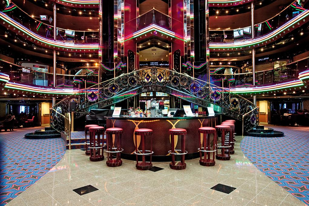 Atrium-Bar Carnival Liberty
