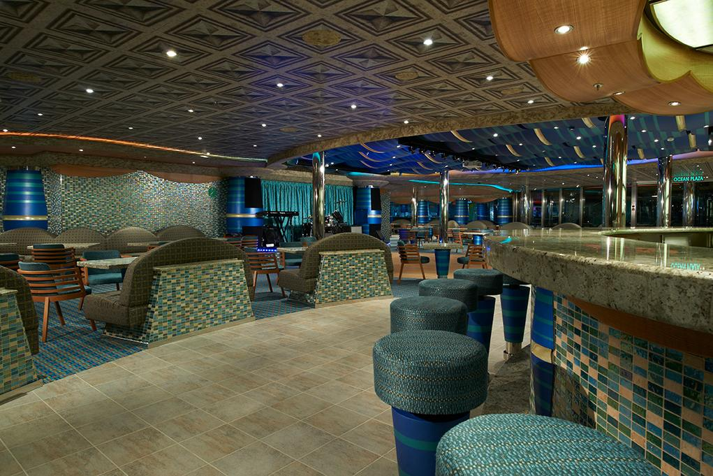 Bar-Ocean-Plaza Carnival Magic