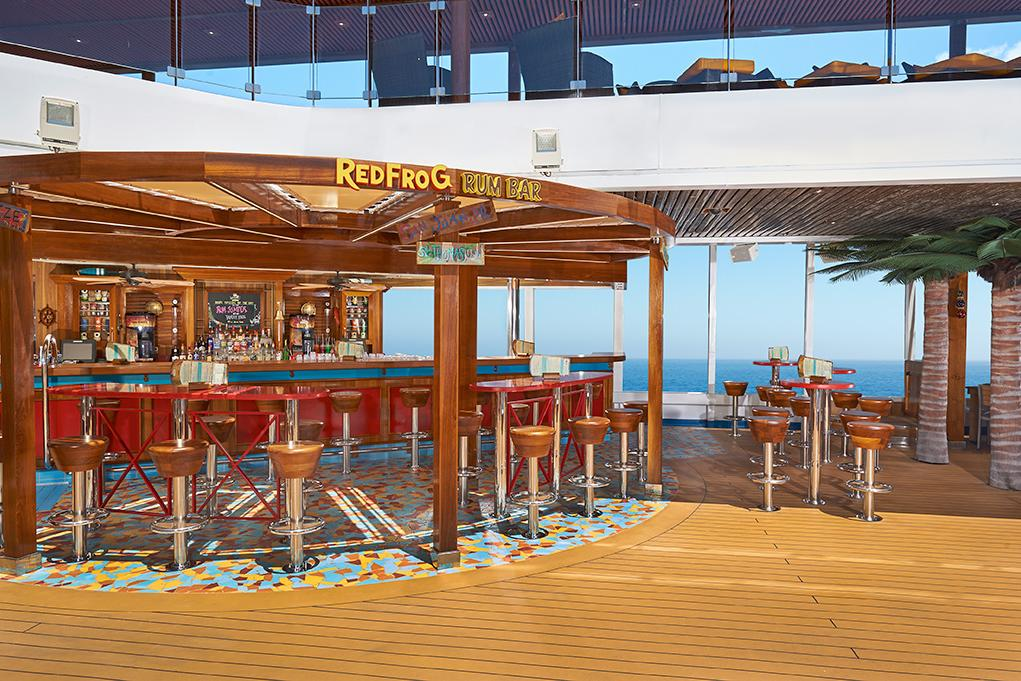 Red-Frog-Pub-Terraza Carnival Magic