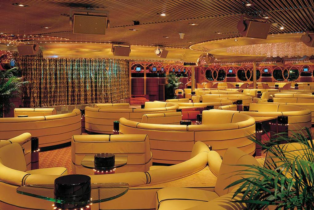 Lounge-Queen-Mary Carnival Paradise