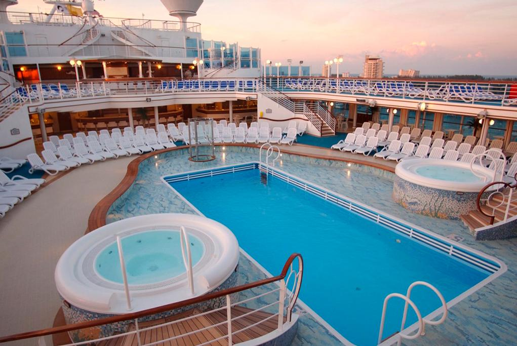 Piscina y Jacuzzis Ruby Princess